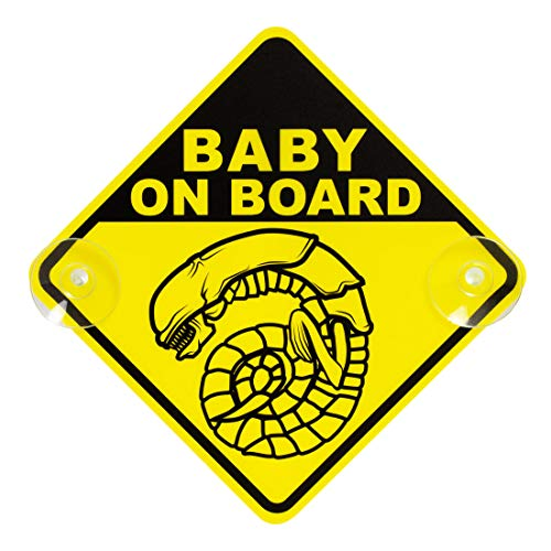 getDigital Chestburster Baby on Board Auto-Schild - Gelbes Kinder Warnschild mit 2 Saugnäpfen als lustiger Fanartikel zur berühmten Alien Film-Reihe - 16 x 16 cm