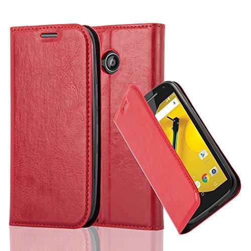 Preisvergleich Produktbild Cadorabo Hülle für Motorola Moto E2 in Apfel ROT - Handyhülle mit Magnetverschluss,  Standfunktion und Kartenfach - Case Cover Schutzhülle Etui Tasche Book Klapp Style