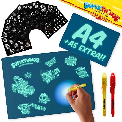 BONNYCO SuperThings Secret Spies - Pizarra Magica Azul A4 y A5, 6 Plantillas, 2 Bolis Espía Juguetes para Niños 3 4 5 6 7 8 9 Años | Pizarra Luminosa, Regalos Niños Cumpleaños, Navidad
