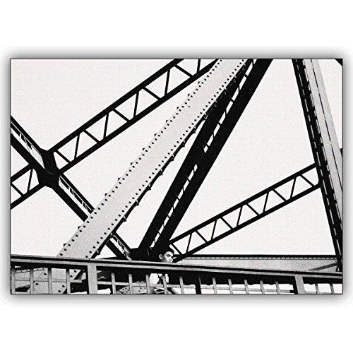 1 foto kaart: Prachtige foto wenskaart in zwart wit: Boy on bridge • nobele vouwkaart met envelop binnen blanco