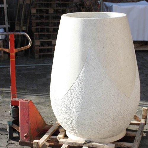 Wuona Objects Balinesische Stein-Vase 127 cm weiß Terrazzo