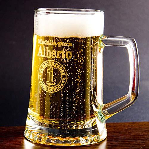 Regalo para Padres Personalizable: Jarra de Cerveza grabada con su Nombre, el tuyo/vuestro y una Medalla para El Mejor Padre del Mundo.