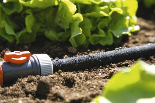 GARDENA 1968-20 – Manguera para riego por goteo, manguera para ahorrar hasta un 70% de agua al regar arriates y macizos de flores, longitud regulable, fácil manejo, longitud de la manguera: 7,5 m