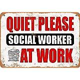 職場で静かにしてくださいソーシャルワーカー 金属スズヴィンテージ安全標識警告サインディスプレイボードスズサインポスター看板建設現場通りの学校のバーに適した