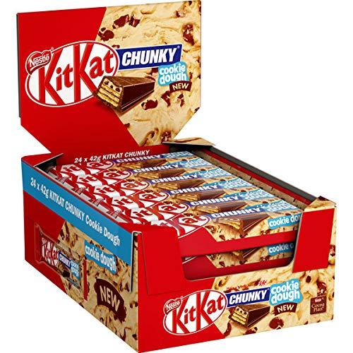 Kitkat Chunky Cookie Dough ( 24 x 42g) Schokoriegel Knusperwaffel mit einem Topping mit Cookie Dough Aroma (19%) überzogenmit Milchschokolade (59%).