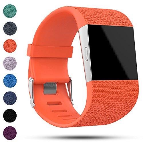 iFeeker, cinturino di ricambio per Fitbit Surge Fitness Super Watch, classico, morbido, in silicone con chiusura in metallo e kit di attrezzi, Orange, L