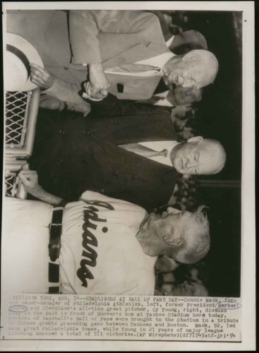 """Cy Young (in a Cleveland Indians uniform) - Connie Mack - Herbert Hoover """"together at the yankees game"""" (7.5"""" X 10"""" Vintage Original Newspaper Wire Photo"""