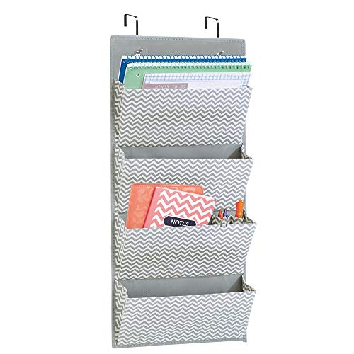 mDesign colgador ropa - Organizador armarios con 4 bolsillos de polipropileno resistente - Perchero puerta multiusos ideal para la oficina o el interior de sus armarios