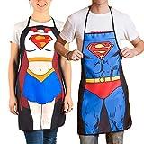 SHOP-STORY - Set di 2 grembiuli da cucina con stampa digitale motivo super eroi, versione Superwoman e Superman, nero, dimensioni: 74 x 54 cm