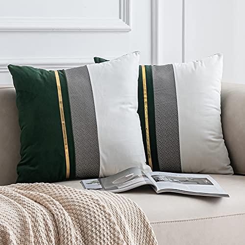 sofá verde de la marca DEZENE