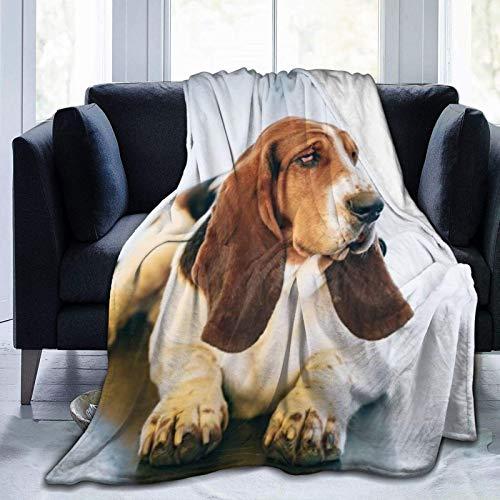 Manta blanca y marrón con diseño de perro Basset Hound de pelo suave para sofá, dormitorio, viaje, manta mullida de 127 x 106 cm