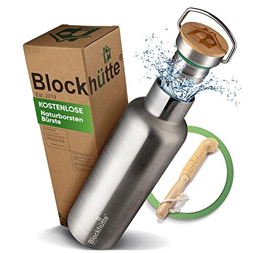 Blockhütte. Premium Edelstahl Trinkflasche isoliert mit Naturborsten Bürste I Die innovative Isolierflasche ist auslaufsicher. I Die Trinkflasche Edelstahl ist für Kinder & Erwachsene. (750 ml)
