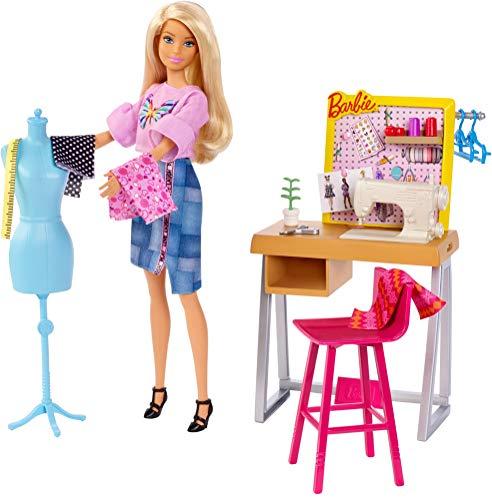 Barbie Studio Stilista con Macchina da Cucire, Manichino e Accessori (Bambola non inclusa), FXP10