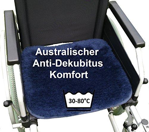 LANAMED 50 x 45 cm - Australische Antidekubitus Rollstuhlauflage. Dunkelblau. Ultra-dichter Schurwoll-Komfort mit einer Wollhöhe von ca. 3 cm. Bei 30-80° C maschinenwaschbar und trocknergeeignet. Mit Befestigungsbändern. LANAMED ca. 50 x 45 cm