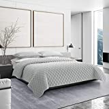 Vera Wang | Diamond Velvet Collection | Ultra Soft and Cozy Quilt Bedspread, Breathable and Lightweight 3-Piece Bedding Set, Modern Design for Bedroom Décor, Queen, Grey