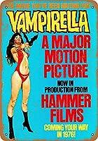 なまけ者雑貨屋 1976 Vampirella Movie アンティーク風 デザインボード ブリキ看板 メタル (30×20cm)