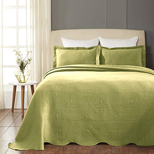 SUPERIOR Celtic Circles Scalloped Bedspread with Matching Pillow Shams, Queen, Sweet Pea