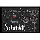 SpecialMe® Fußmatte mit Namen Pusteblumen Hier lebt liebt und lacht Familie [Familienname] rutschfest & waschbar weiß 60x40cm