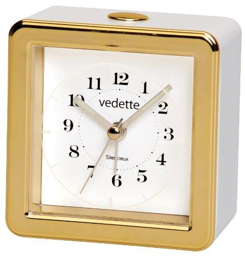 VedetteVR10083Wecker mit leisem Uhrwerk, intermittierender Klingelton, Wiederholungsfunktion, Quarz, analog, weißes Zifferblatt,Weiß/goldfarben,8x 8x 4,2cm