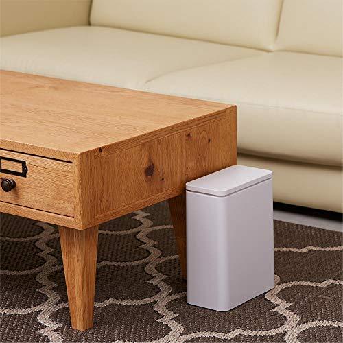 キッチンで使いやすい小型ゴミ箱は、密閉パッキン付きの蓋でニオイも菌もガードしてくれます。袋を設置したゴミ箱の上にカバーをかぶせる仕様なので、袋がはみ出さずスタイリッシュ。場所を選ばずに使用できます。