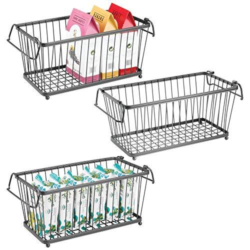 mDesign Allzweckkorb aus Metall – stapelbarer Aufbewahrungskorb für Küche, Vorratskammer, Schlafzimmer etc. – vielseitiger Gitterkorb mit Griffen – 3er-Set – dunkelgrau