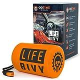Go Time Gear Life Bivy - Saco de dormir de emergencia térmico para usar como saco de emergencia para la bicicleta, saco de dormir de supervivencia, manta de emergencia de Mylar, incluye saco de cosas con silbato de supervivencia + cuerda de paracaídas
