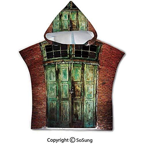 Rustikales Kleinkind-mit Kapuze Badetuch, rostige alte Tür des Wand-Hauses des roten Backsteins schmutziger Eingang Front Exist Retro Textured Art Photo, grün