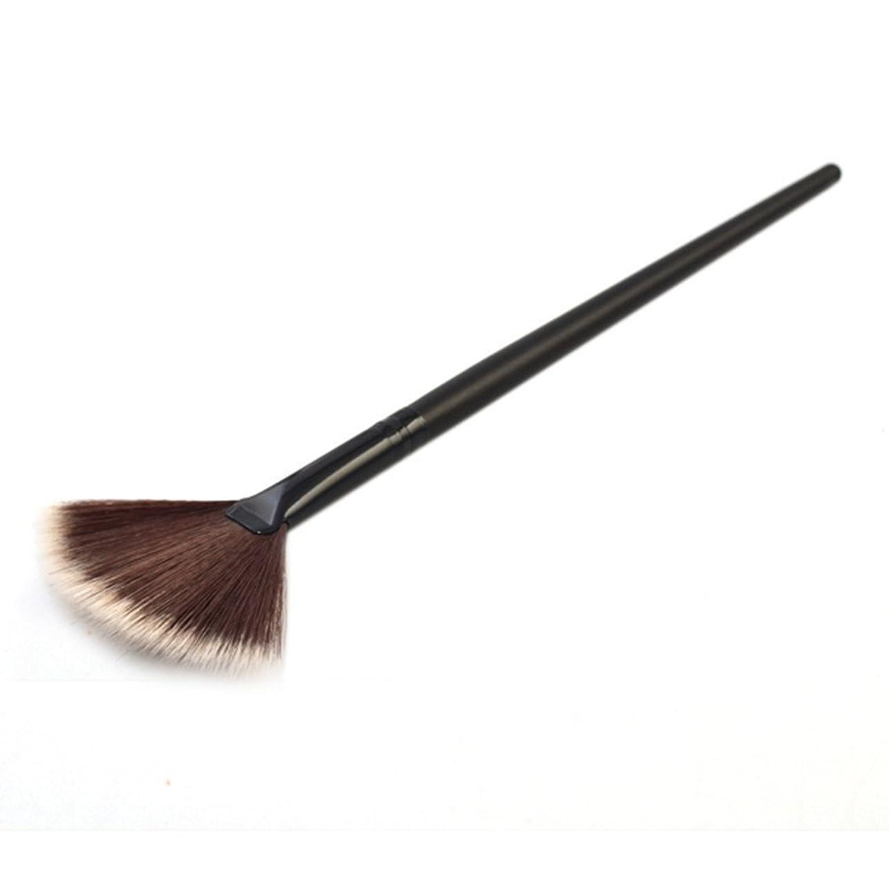 暴君努力交差点笑え熊 化粧筆 コスメブラシ 化粧ブラシ 多機能メイク 扇形 化粧ブラシ 馬毛をふんだんに使用 高級タクロン 乾きが速い