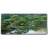 Tappetino per mouse da gioco Paesaggio fluviale giapponese con alberi Fiori Pietre Silenzio nella foto a tema giardino asiatico d Superficie liscia, base in gomma antiscivolo600x300x3mm