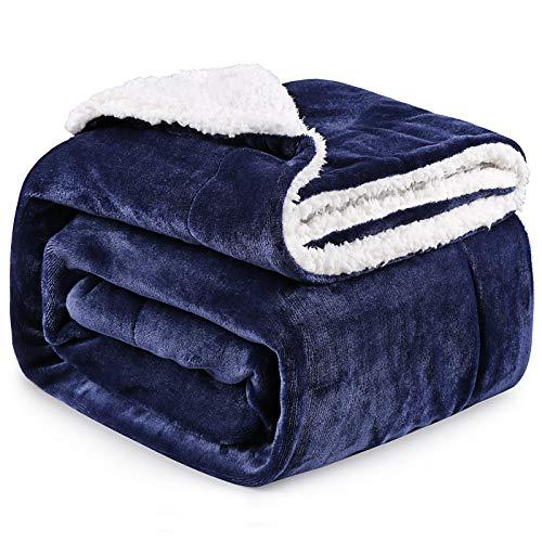 Kuscheldecke Sherpa Decke, Hochwertige Wohndecken aus Flannel Fleece, Extra Gemütlich und Warm Decke in Zweiseitig, 150x200 cm Fleecedecke als Sofaüberwurf, TV-Decke oder Wohnzimmerdecke (Marine)