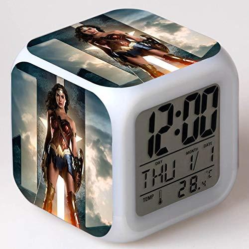 Wonder Woman LED Alarm Clock 7 Reloj Digital Que Cambia de Color Reloj de Escritorio electrónico Reloj de Regalo para niños Lámpara Despertador Reloj Despertador