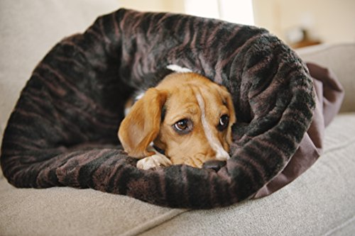 P.L.A.Y. (Pet Lifestyle And You) Snuggle Bed Sac de Couchage pour Chien Brun Truffe Taille S