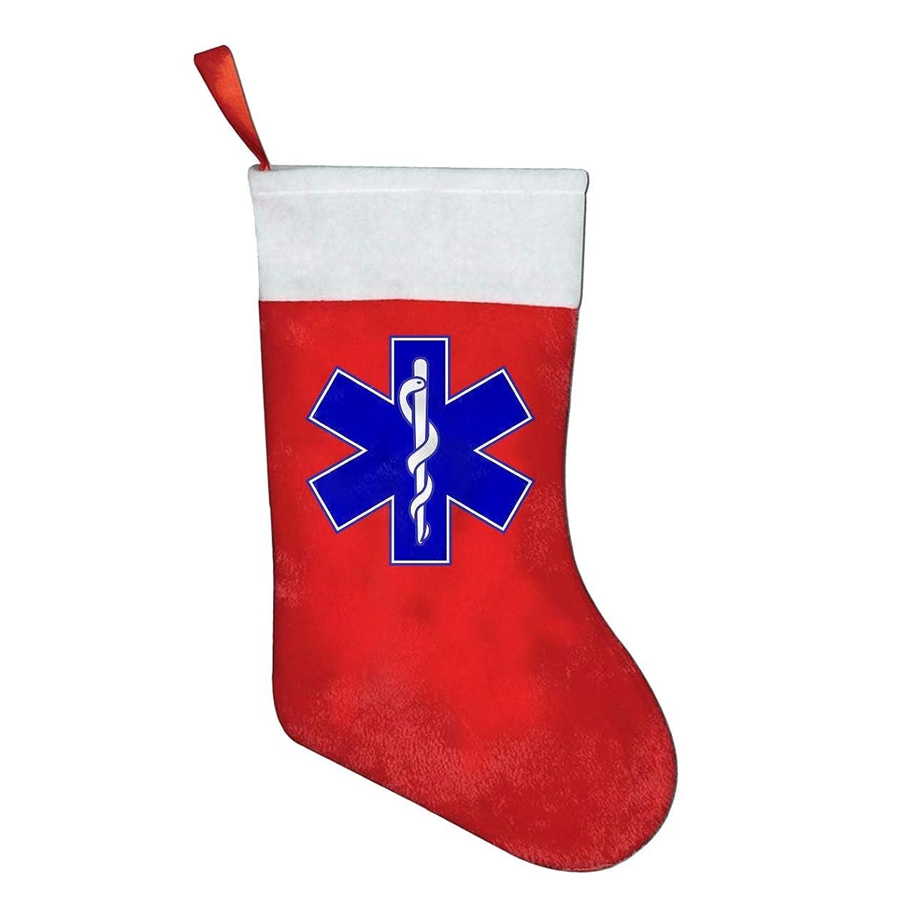 においティームクロスFQWEDY EMT 消防士 マルタ十字架 ファッション ユニークなクリスマスストッキング パーティー用ギフトソックス