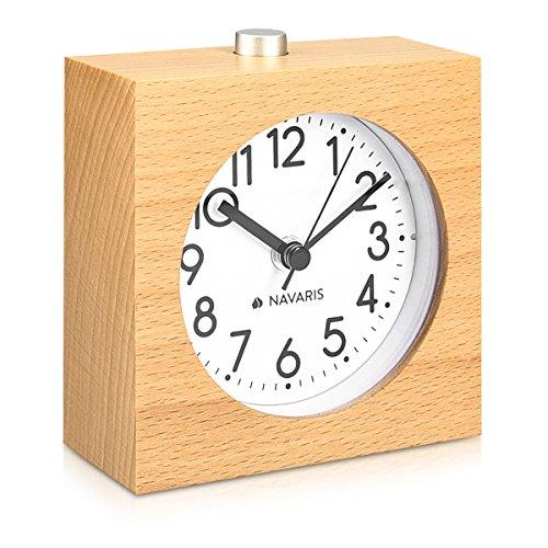 Navaris Analog Holz Wecker mit Snooze - Retro Uhr im Viereck Design mit Ziffernblatt Alarm - Leise Tischuhr ohne Ticken - Naturholz in Hellbraun