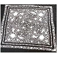 CBR Mantón de Manila, Negro, con bordado en Blanco. Elaborado en Crespón de seda.Medidas: 140x140cms. + Flecos de 55 cms.