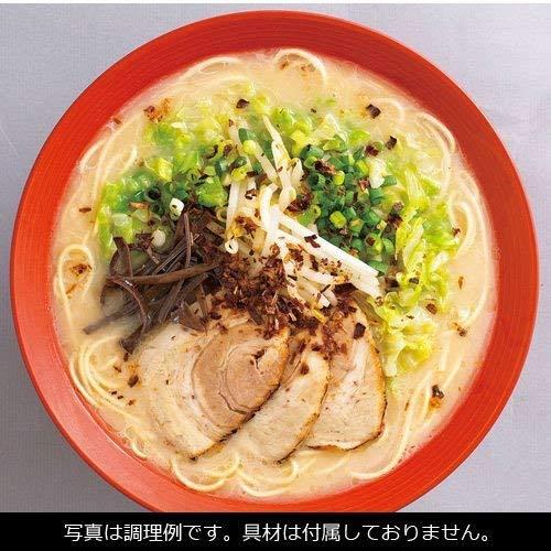 久留米ラーメンは豚の旨味と豚骨の風味を強調した甘みのある濃厚な豚骨スープが特徴です。独特の香りのある豚骨スープをベースに、玉ねぎと生姜、しょうゆなどを加え仕上げています。別添えの数種類のポークシーズニングオイルをブレンドした調味油を使うことで更に風味が豊かになります。