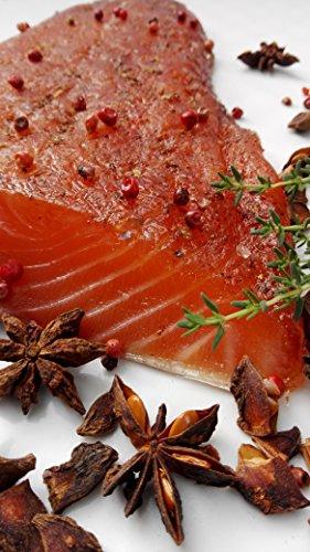 Lachs gebeizt mit braunem Zucker, Rosa Beeren und Sternanis
