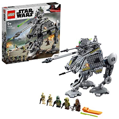 Include 3 minifigure LEGO Star Wars: Chewbacca, il Clone Commander Gree e un Clone Trooper di Kashyyyk, più 2 Droidi da battaglia di Kashyyyk LEGO Il Walker AT-AP è dotato di gambe articolate e di una terza gamba retrattile, dettagliata postazione di...