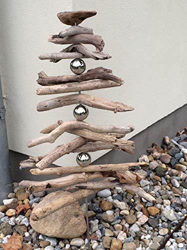 Gartenstele aus Treibholz mit Edelstahlkugeln