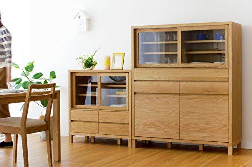 表情豊かなホワイトオークの無垢材で、丁寧に作られた食器棚「高野木工 CANOシリーズ」。 木の温もりを感じる上質な雰囲気ですが、引き出しはフルオープンスライドレール機能で、出し入れはスムーズ。 高さ85cm/115cm/145cmと3サイズから選べるので、ライフスタイルに合わせて増やしていくこともできます。
