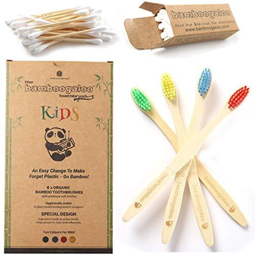 BAMBOOGALOO Orgánico Cepillos de Dientes de Bambú para Niños - Paquete de 4 con Gratis Ecológico Bastoncillos de Algodón de Bambú - Cepillo de Dientes de Madera Natural para Bebe, Infantil, Niños