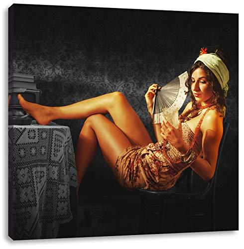 Dame met ventilator en drinkenCanvas Foto Plein | Maat: 40x40 cm | Wanddecoraties | Kunstdruk | Volledig gemonteerd