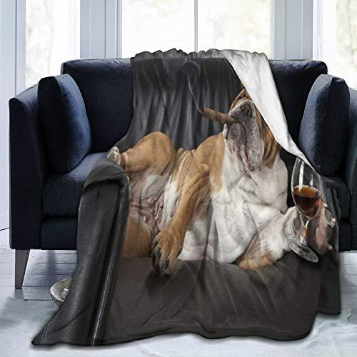 SUGARHE Flanell Fleece Soft Throw Decke,Humorvolle englische Bulldogge,die in einem schwarzen Ledersessel mit Einer Zigarre und einem Glas Cognac ruht,warm und gemütlich 127x102cm