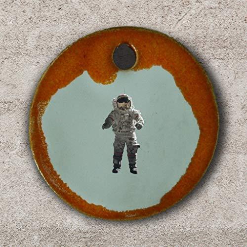 Echtes Kunsthandwerk: Schöner Keramik Anhänger Astronaut; Astronomie, Raumfahrt, Sterne, Sonnensystem, Weltall, Sonne, Mond, Planeten