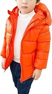 doudoune enfant orange avec bande dessinée en intérieur
