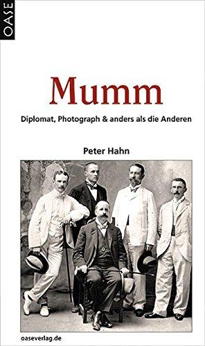 MUMM: Diplomat, Photograph & anders als die Anderen