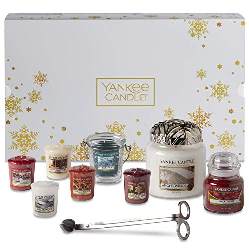 Yankee Candle Christmas Gift Set with Scented Candles & Accessories, 11-Piece Candle Set