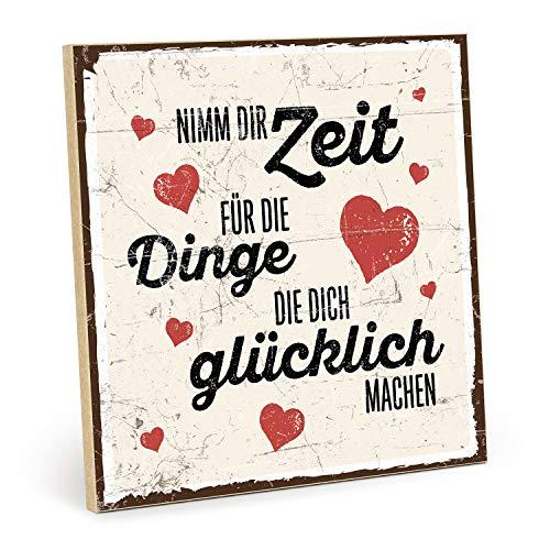 TypeStoff Holzschild mit Spruch – NIMM DIR Zeit FÜR DIE Dinge, DIE Dich GLÜCKLICH Machen – im Vintage-Look mit Zitat als Geschenk und Dekoration (19,5 x 19,5 cm)
