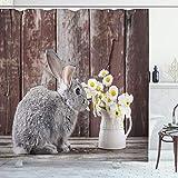 ABAKUHAUS Osterhase Duschvorhang, Kaninchen Daisy Holz, Leicht zu pflegener Stoff mit 12 Haken Wasserdicht Farbfest Bakterie Resistent, 175x200 cm, Mehrfarbig