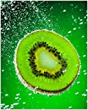 Wallario Poster - Grüne Kiwi-Scheibe im Wasser in